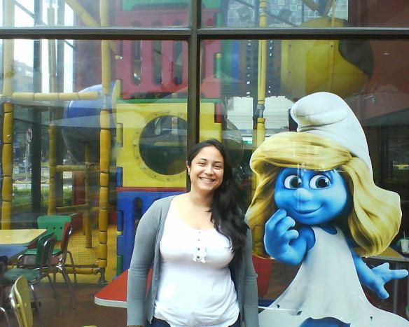 Mi amiguita SANDRA PERLAZA en MCDONALDS junto a PITUFINA